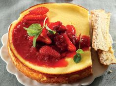 Getting tired of that cauliflower rice? A low-carb lifestyle doesn't have to be limiting - and these recipes prove it. Cheesecake, anyone? Berry Cheesecake, Low Carb Cheesecake, Cheesecake Recipes, Berry Compote, Banting Recipes, Sweet Tooth, Sweet Treats, Cooking Recipes, Yummy Food