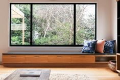interior courtyard ideas large windows looking outside without the cost of floor to ceiling windows Modern Window Seat, Window Benches, Modern Windows, Window Seats, Modern Window Design, Balcony Window, Home Design, Interior Design, Design Ideas