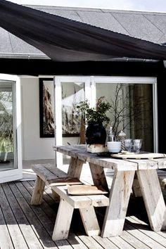 Rustikaler #Holztisch im #Garten