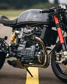 Reposted from - How can a bike have so much raw energy and presence! Moto Cafe, Cafe Bike, Cafe Racer Bikes, Cafe Racer Build, Scrambler, Cx500 Cafe Racer, Suzuki Cafe Racer, Honda Cx500, Ducati