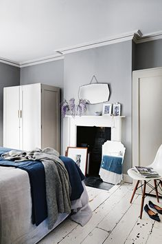13 Cool Gray Bedroom Ideas to Your Bedroom monochromatic bedroom g. 13 Cool Gray Bedroom Ideas to Your Bedroom monochromatic bedroom gray, repose gray be Charcoal Grey Bedrooms, Gray Bedroom Walls, Home Bedroom, Bedroom Decor, Bedroom Ideas, Grey Walls, Charcoal Gray, Calm Bedroom, Master Bedroom