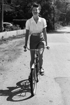 vintage cruiser bicycle  http://fashionandozon.blogspot.com/2012/03/cycling-in-fashion.html