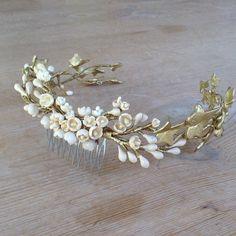 #tiara #corona #crown #novia #bride #bridal #boda #wedding #tocado #headpieces #les_cocons #vigo #tocadosvigo #flores #flowers #fashion #porcelana_fría #handmade #design