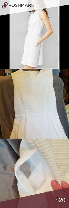 Gap white cotton dress Beautiful white cotton dress in pristine condition - no snags or stains. And ladies... It has pockets!!! Super cute and can be dressed up or down with your choice of accessories! Would be adorable with a denim jacket. GAP Dresses Midi