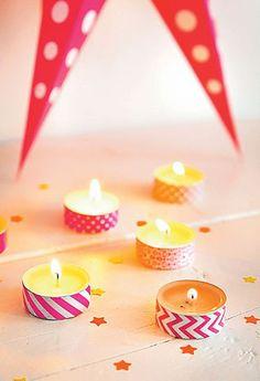 Simpel en snel een vrolijk en feestelijk versierde tafel met deze gekleurde waxinelichtjes!