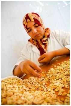 Berberyjskie kobiety ze wspólnoty Targanine przykładają wielką wagę do najwyższej jakości i wykonują swoją pracę z sercem.