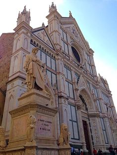 La facciata della chiesa di Santa Croce
