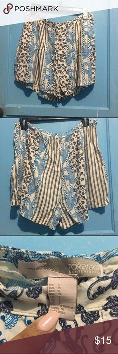 Paisley Shorts Really soft and flowy paisley shorts. It has a zipper on the side and also has two pockets!! Forever 21 Shorts