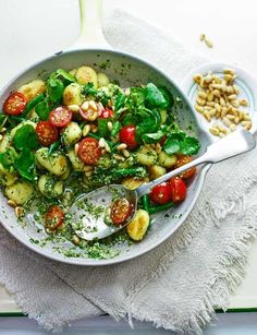 Make with Gluten Free Pasta! Pan-fried gnocchi with watercress-mint pesto, beautifully vibrant colours and taste Veggie Recipes, Pasta Recipes, Vegetarian Recipes, Dinner Recipes, Cooking Recipes, Healthy Recipes, Endive Recipes, Radish Recipes, Pan Fried Gnocchi