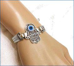 Hand hamsa turc eye woman bracelet bracelet porte-bonheur Hamsa, Bracelets, Eyes, Woman, Lucky Charm, Arm Warmers, Bracelet, Bangles, Bangle