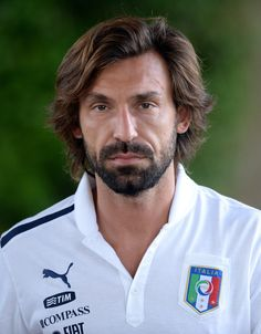 Legend soccer player Andrea Pirlo for Italy Andrea Pirlo, Italian Soccer Team, Football Hairstyles, Men's Hairstyles, Football Poses, Fifa, Claudio Marchisio, Soccer Photography, Rugby Men