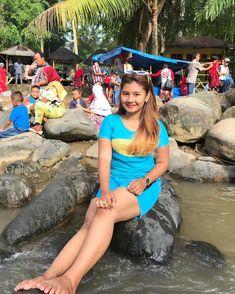 Burmese Girls, Cute Asian Girls, Blouse Designs, Asian Beauty, Bathing Suits, Curves, Legs, Black, Dresses