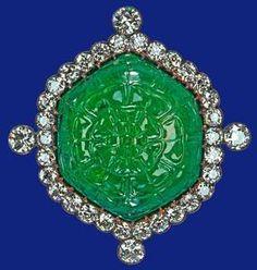 """Noble y Real: El """"Cambridge & Delhi Durbar Parure""""  britain carved emerald brooch britain"""