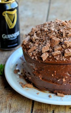 Why not make this moist Guinness chocolate cake into delicious chocolate cupcakes. Cupcake Recipes, Cupcake Cakes, Dessert Recipes, Delicious Chocolate, Chocolate Recipes, Just Desserts, Delicious Desserts, Cocktail Cupcakes, Baking Scones