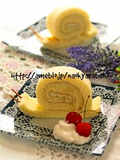 snail roll cake Cute Food, Good Food, Yummy Food, Sweets Recipes, Cake Recipes, Desserts, Bento, Chocolate Chip Granola Bars, Decadent Food