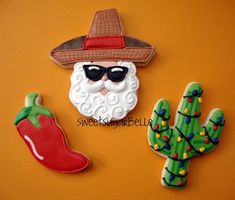 Southwestern Christmas Cookies (I love the Christmas light cactus cookie. Cute Christmas Cookies, Holiday Cookies, Christmas Treats, Christmas Baking, Christmas Holidays, Christmas Kitchen, Christmas Parties, Christmas Door, Christmas 2017