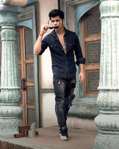 Cute Boy Photo, Photo Poses For Boy, Teen Celebrities, Celebs, Bruce Lee Martial Arts, Cute Boys Images, Actor Picture, Social Media Stars, Photography Poses For Men