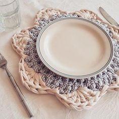 Vamos almoçar? . . . By @marivacrochet . . . #crochet #crochetlovers #crochet #croche #croché #croshet #yarnlove #yarn #yarning #knitlove #knit #knitting #crocheaddict #handmade ##crochet #crochetlovers #crochecroppeddecroche #crochetlovers #feitoamao #handmade #crochetersofinstagram #crocheting #crochê #craft #sousplat #croche #sousplatdecroche