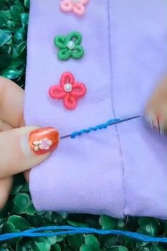 Crochet for beginners tutorial hand embroidery 30 trendy ideas Hand Embroidery Videos, Embroidery Stitches Tutorial, Hand Embroidery Flowers, Flower Embroidery Designs, Creative Embroidery, Sewing Stitches, Hand Embroidery Patterns, Ribbon Embroidery, Embroidery Art
