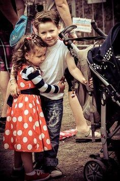 <3 Awe, young love!