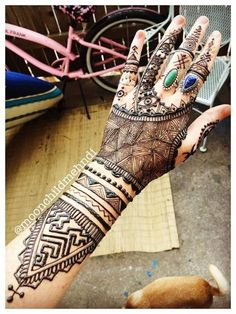 Mehndi design for hand by @moonchildmehndi