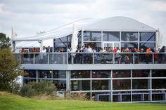 Mit Terrasse und Aussichtsplattform: Unsere Anova Vista Zelthalle eigent sich besonders gut als mobile Eventlocation und garantiert eine gute Sicht und frische Luft! :)