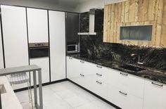 Cocina granito Sensa Indian Black Kitchen Cabinets, Indian, Black, Home Decor, Kitchens, Decoration Home, Black People, Room Decor, Cabinets