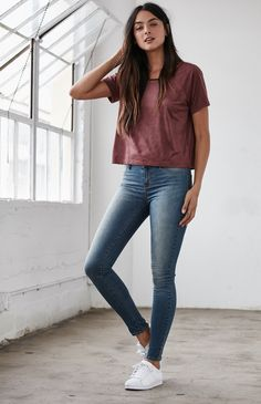 Outside Lands Faux Suede Raglan T-Shirt Source by ariforer outfit Casual College Outfits, Stylish Work Outfits, Basic Outfits, Sporty Outfits, Teen Fashion Outfits, Casual Fall Outfits, Classy Outfits, Trendy Fashion, Cute Outfits