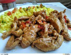 Kuřecí prsa nakrájíme na nudličky, opepříme, smícháme s pokrájenou jarní cibulkou, hořčicí, nasekanou kapií a necháme asi hodinu marinovat v... Chicken Wings, Food And Drink, Cooking Recipes, Beef, Kitchen, Meat, Cooking, Chef Recipes, Kitchens