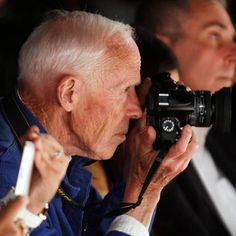 Another sad loss today as we remember The New York Times fashion photographer Bill Cunningham. Bill is best known for his regular NYT features, On The Street. History Of Photography, Video Photography, Fashion Photography, Portrait Photography, New York Times, Ny Times, Bill Cunningham New York, Social Media Challenges, School Photographer