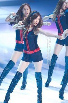 SNSD - Hoot - Yuri, Seohyun, Yoona