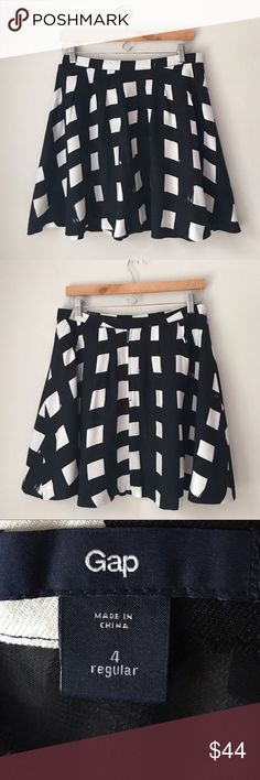 GAP B&W Windowpane Print Skirt Size 4 Beautiful B&W Windowpane square print Flowy skater skirt by the GAP. Rear zip. Size 4. Excellent preowned condition. GAP Skirts Circle & Skater