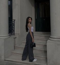 Fashion Poses, Fashion Outfits, Estilo Madison Beer, Wow Photo, Insta Photo Ideas, Poses For Pictures, Looks Style, Mode Outfits, Cute Casual Outfits