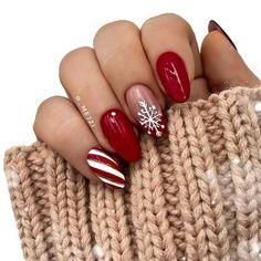 Christmas Nails 2019, Christmas Gel Nails, Holiday Nails, Winter Christmas, Acrylic Nails Almond Shape, Cute Acrylic Nails, Almond Nails Red, Winter Acrylic Nails, Acrylic Art
