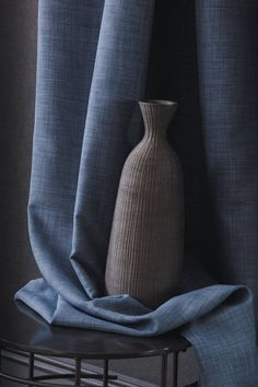Contrast - Casamance Blue Curtains, Curtains With Blinds, Window Curtains, Curtain Fabric, Fabric Art, Painting Carpet, Casamance, Dark Interiors, Soft Furnishings