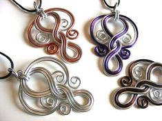 Twisted wire pendant craftiness - great use of colored wire #wirejewelry