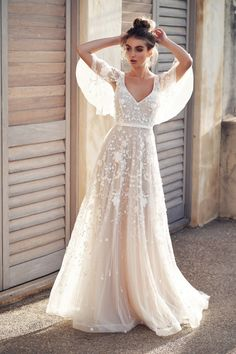 anna campbell 2019 bridal half handkerchief sleeves v neck full embellishment ro. , anna campbell 2019 bridal half handkerchief sleeves v neck full embellishment ro. Anna Campbell Bridal, Anna Campbell Dress, Backless Lace Wedding Dress, Lace Maxi, Wedding Dress Bohemian, Bohemian Bride, Modern Bohemian, Sequin Dress, Bohemian Weddings