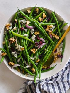 Paula Deen: Green Beans with Walnuts, Cranberries & Blue Cheese Recipe - Serves 8 - MİLLA Blue Cheese Recipes, Green Bean Recipes, Veggie Recipes, New Recipes, Vegetarian Recipes, Freezer Recipes, Favorite Recipes, Green Beans With Cranberries, Green Beans With Shallots