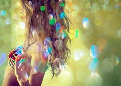 another cool portrait... love the bubbles and the colors...