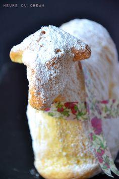 Oster Lammele agneau pascal. Pour un agneau de Pâques 3 œufs 110g de sucre 40g de poudre d'amande 40g de farine 30g de maïzena Pour le moule : un peu de beurre, un peu de farine