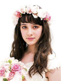 バラの妖精のような甘いピンクのロマンティックヘア