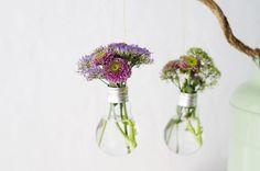 Créer des vases à partir d'ampoules usagées • Atelier Fête Unique