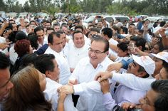 El Gobernador Javier Duarte de Ochoa anunció que en acuerdo con la Sección 32 del SNTE, se determinó constituir un órgano que estaría integrado por maestros, el Instituto Estatal de Evaluación, para determinar que las plazas laborales de aquellos que decidan jubilarse queden a los docentes de Veracruz.