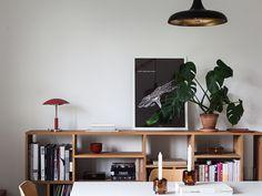 Historiska hem Flat Interior, Home Interior, Interior Design, Style At Home, Decorating Your Home, Interior Decorating, Bauhaus Furniture, Shelf Design, Little Houses