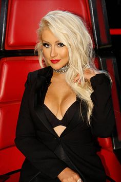 How Much Do The Voice Judges Get Paid? Find out Their Salaries - christina aguilera – getty / 6 seasons the Voice / 125 mil - Celebrity Moms, Celebrity Style, Beautiful Celebrities, Gorgeous Women, Beautiful Christina, Female Singers, Belle Photo, Hollywood, Actresses