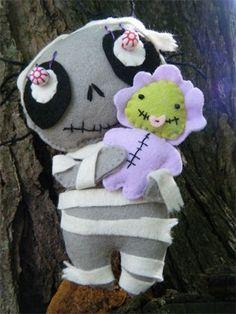 Mummy 'n Me : Felt soft sculpture from Moonlighting and Friends www.moonlightingandfriends.com