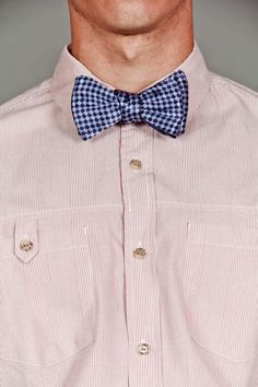 Houndstooth Bowtie. Bowties are cool. :D