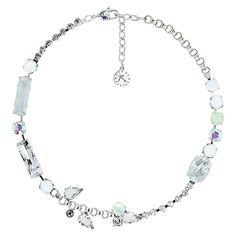 Tour de cou en m�tal de couleur argent, orn� d'une succession de cristaux, de pierres en r�sine blanche et de nacre
