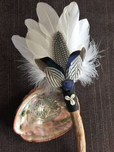 Smudge Fan Spirit of The Upper World shaman angels Feather Painting, Feather Art, Creation Of Earth, Sacred Plant, Home Altar, Feather Crafts, White Magic, Smudge Sticks, Native American Art