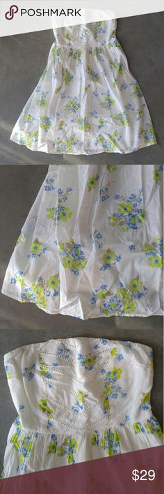 """NWT Old Navy White Floral Strapless Sundress Old Navy strapless dress, size 4 (small), in perfect NWT condition! Light layered white fabric with blue and green floral print. Side zip, elastic at back, and sticky hem to help keep chest in place. 14"""" across top, 13"""" waist, 30"""" length. 100% cotton. Please ask any questions. No trades. Make a reasonable offer. Thanks! Old Navy Dresses Strapless"""